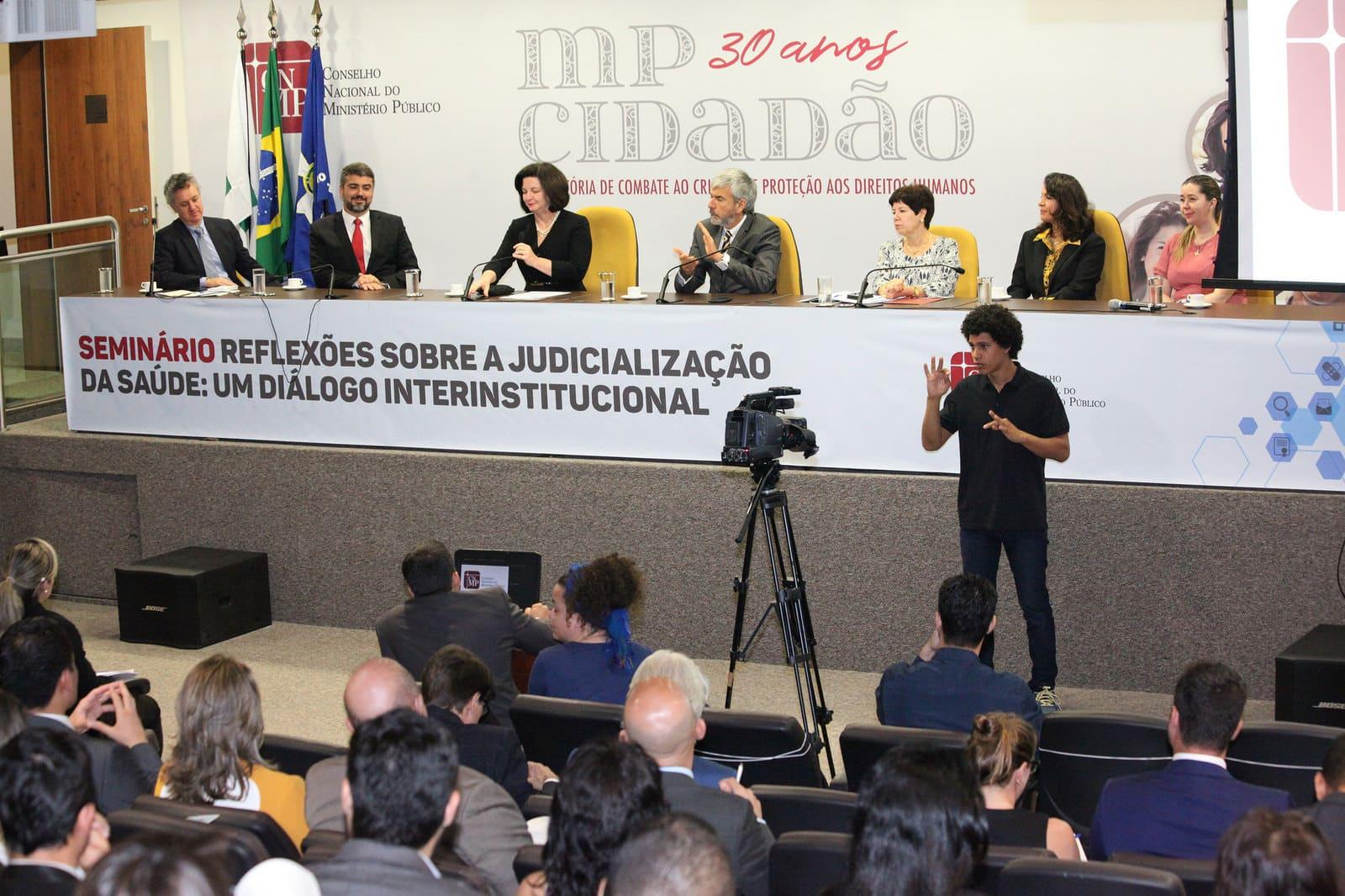 Debate sobre judicialização complica futuro dos doentes raros